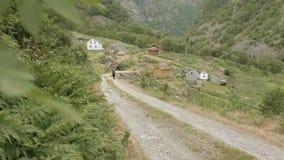 Straße zum Dorf norwegen stock video