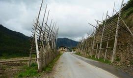 Straße zum Dorf (Zhagana) Stockfotografie