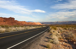 Straße zum geöffneten Land Stockfotografie