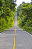 Straße zum Horizont. Lizenzfreie Stockbilder
