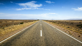 Straße zum Horizont stockfotos