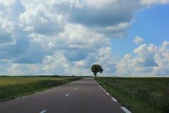 Straße zum Horizont stockbild