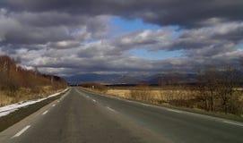 Straße zum Juzno-Sakhalinsk Stockfotografie
