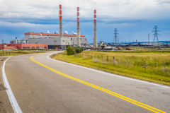 Straße zum Kraftwerk lizenzfreie stockfotografie