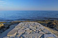 Straße zum Meer stockfoto
