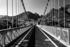 Straße zum montain lizenzfreie stockfotografie
