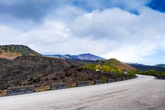 Straße zum Nationalpark Ätna-Vulkans, Landschaft des Berges von Sizilien lizenzfreies stockbild