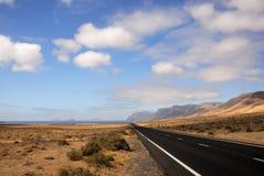 Straße zum Ozean stockfoto