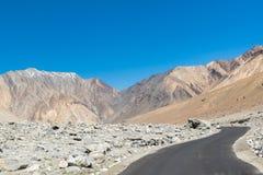 Straße zum Pangong See in Ladakh, Indien Lizenzfreie Stockfotografie
