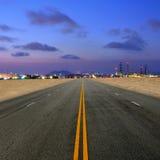 Straße zum petrochemischen Werk Lizenzfreies Stockfoto