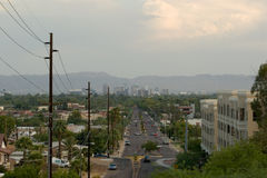Straße zum Stadtzentrum Stockbild