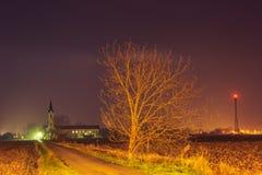 Straße zur Kirche Stockfotografie