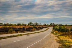 Straße zur Landschaft lizenzfreie stockfotos