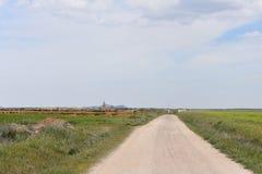 Straße zur Stadt stockbild