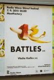 Straßen-Anschlagtafel mit einem Bild einer Banane und der Wassermelone Lizenzfreie Stockfotografie
