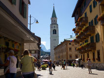 Straßen-Ansicht von Cortina d ` Ampezzo, Venetien, Italien Lizenzfreies Stockfoto