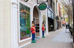 Straßen-Ansicht von Geschäften in im Stadtzentrum gelegenem Charleston, South Carolina Lizenzfreie Stockfotografie
