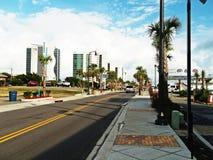 Straßen-Ansichthotels Myrtle- Beachansicht erstaunliche blau Lizenzfreie Stockfotos