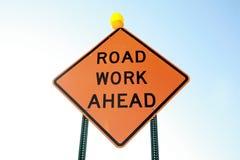 Straßen-Arbeits-voran Zeichen Lizenzfreie Stockfotos