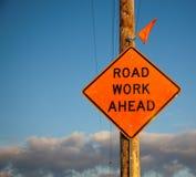 Straßen-Arbeits-voran Zeichen Lizenzfreies Stockbild