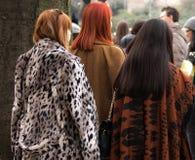Straßen-Art: Milan Fashion Week Autumn /Winter 2015-16 Stockfotos