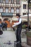 Straßen-Ausführender gekleidet als Charlie Chaplin Stockbild