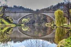 Straßen-Brücke in Lokta u. in x28; Sokolow District& x29; , Tschechische Republik Lizenzfreie Stockfotos