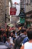 Straßen des Mont Saint Michel Lizenzfreies Stockfoto