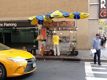 Straßen-Lebensmittel-Verkäufer, Verkäufer-Energie! NYC, NY, USA Lizenzfreie Stockbilder