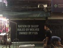 Straßen-Nachtansicht Khao San Lizenzfreie Stockfotografie