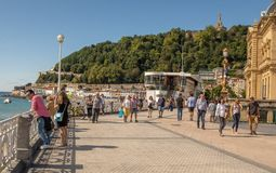 Straßen nahe bei dem Strand von La Concha in San Sebastian lizenzfreies stockbild