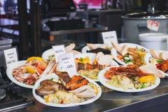Straßen-Nahrung bei Bergen Fish Market, Norwegen lizenzfreie stockbilder