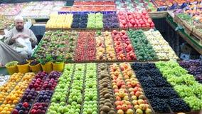 Straßen-Obst-und Gemüsehändler lizenzfreie stockfotografie