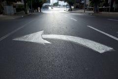 Straßen-Pfeil gelassen Stockfotos