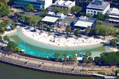 Straßen setzen Brisbane auf den Strand stockfotos
