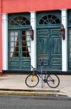 Straßen-Szene mit Fahrrad Lizenzfreie Stockfotografie