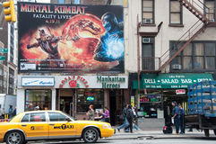 Straßen-Szene u. Anschlagtafel in New York City Lizenzfreies Stockfoto