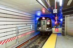 72. Straßen-U-Bahnstation Stockfotografie