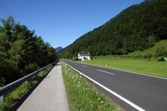 Straßen- und Fahrradpfad stockbild