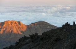 Straßen und felsige Lava des Vulkans Teide Stockfotografie