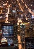 Straßen und Gebäude nachts Stockbild