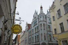 Straßen und Häuser von Tallinn, Estland Stockbild