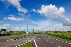 Straßen- und Himmellandschaft Stockfotografie