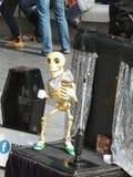 Straßen-Unterhaltungs-London-Knochen lizenzfreies stockbild