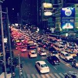 Straßen-Verkehr bei Sukhumvit Stockbilder