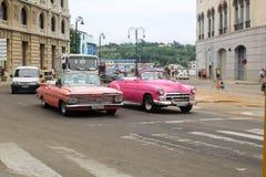 Straßen-Verkehr Havanas, Kuba lizenzfreie stockbilder