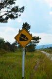 Straßen-Verkehrszeichen der steilen Steigung Stockfoto