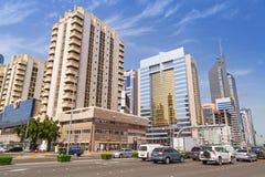 Straßen von Abu Dhabi, Hauptstadt von Vereinigte Arabische Emirate. Lizenzfreies Stockfoto