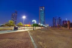Straßen von Abu Dhabi nachts Stockbilder