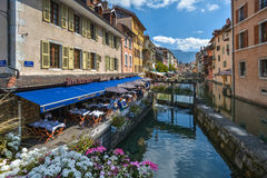 Straßen von Annecy an einem Sommertag Stockbild